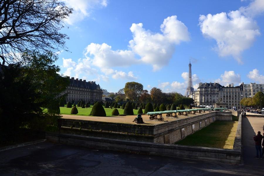 Париж. Вид на Эйфелеву башню