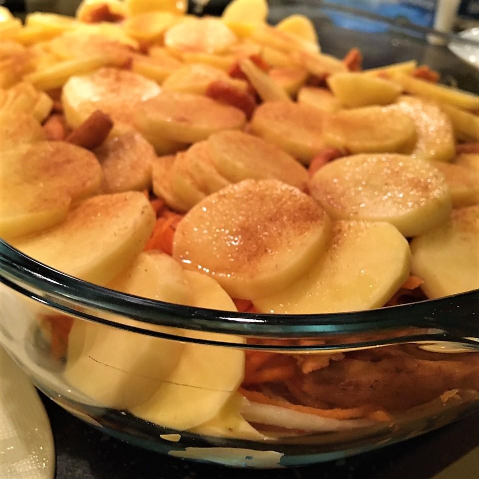 Гратен с картофелем, лисичками и кусочками индейки