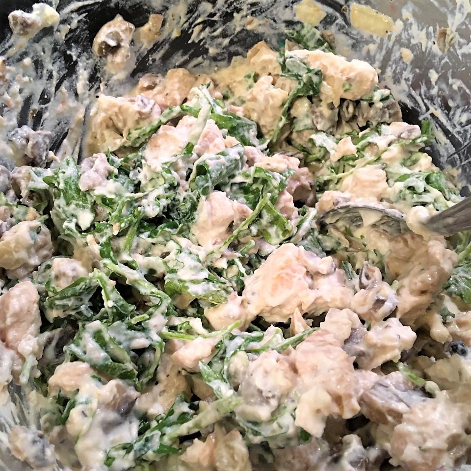 Киш с индейкой, руколой и грибами в сливках