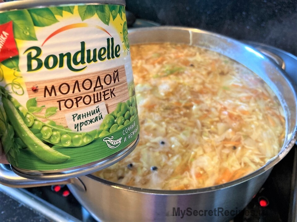 Овощной суп с капустой и молодым зеленым горошком
