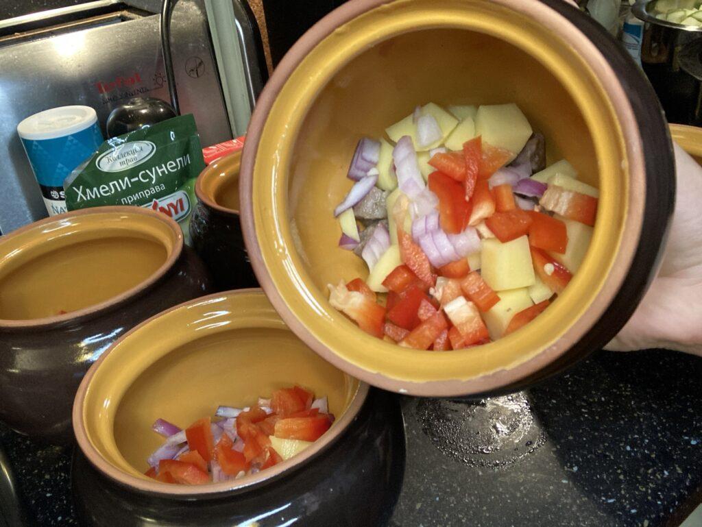 Рагу из овощей с мясом в горшочке по-кавказски
